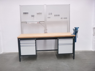 RAU workbench with vice and tool wall