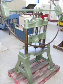 PAGUS manual screw press